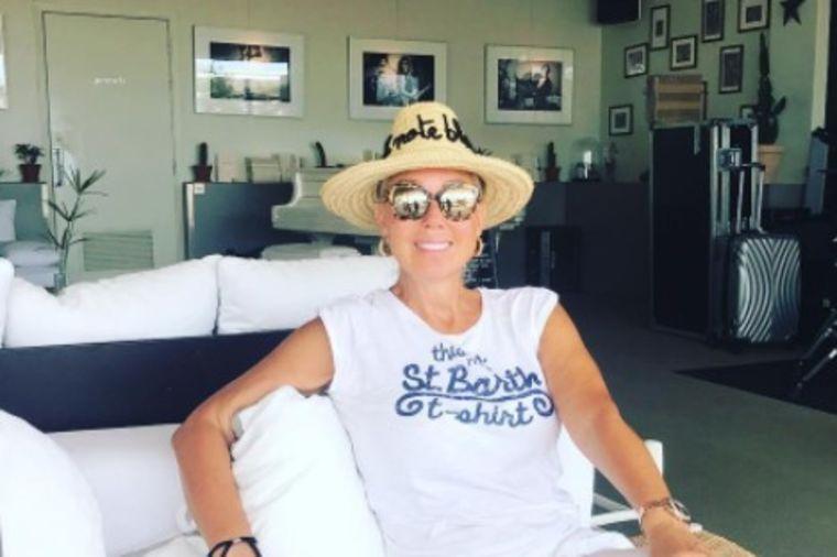 Lepa Brena (55) u bikiniju na jahti: Nezaboravan provod sa prijateljicama! (FOTO)