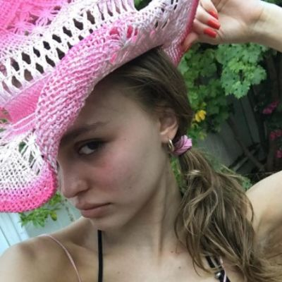 Tek napunila 18, a već u toplesu: Do sada neviđeno izdanje ćerke slavnog glumca! (FOTO)