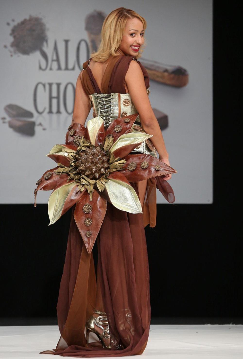 Pariski Život Ernesta Hemingveja: Čokoladna Moda U Parizu: Haljine Prste Da Poližeš