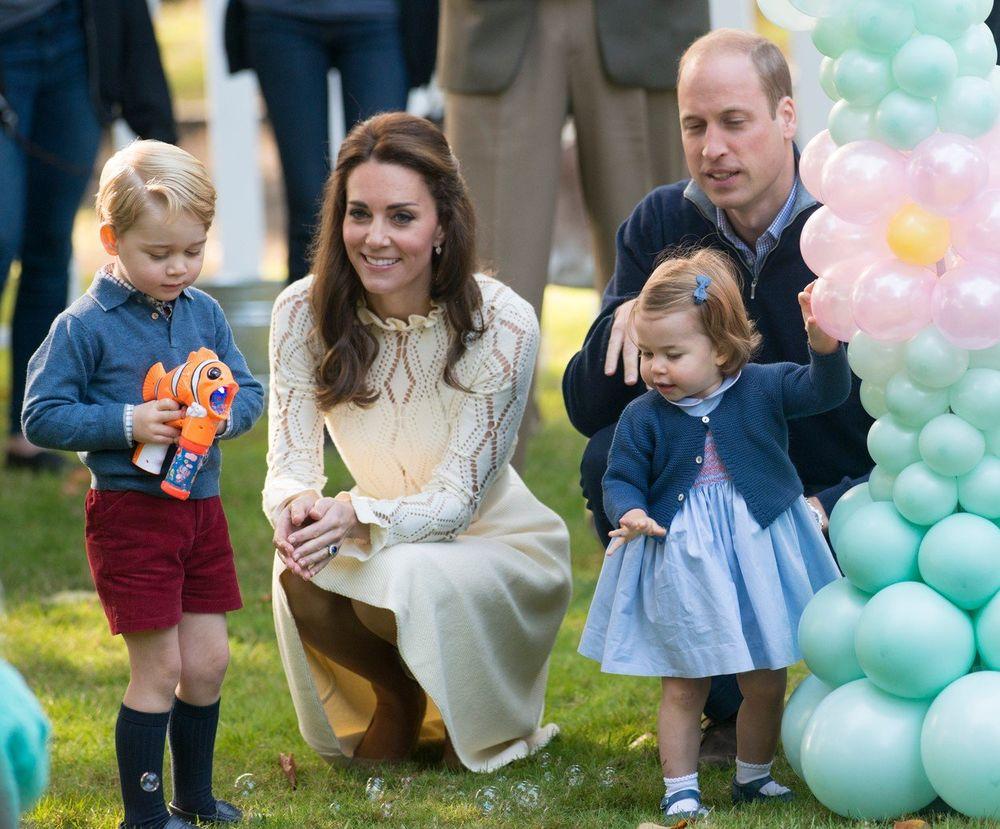 Vilijam i Kejt pokupili decu, stvari i otišli iz kraljevske palate: Evo gde će boraviti do daljeg! (FOTO)