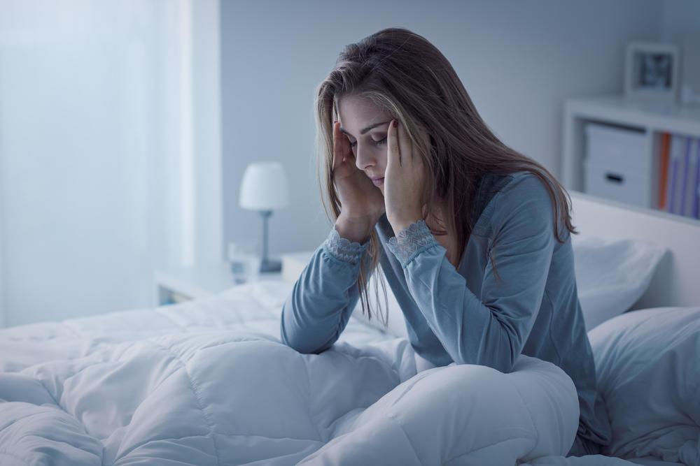 Devojka, Krevet, Nesanica, Glavobolja
