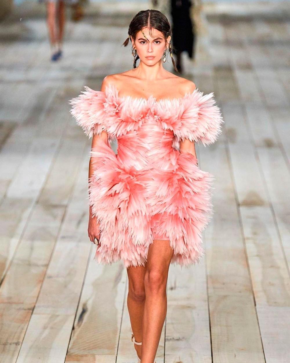 Da se mi pitamo, svaka žena bi morala da ima ovu haljinu! (FOTO)