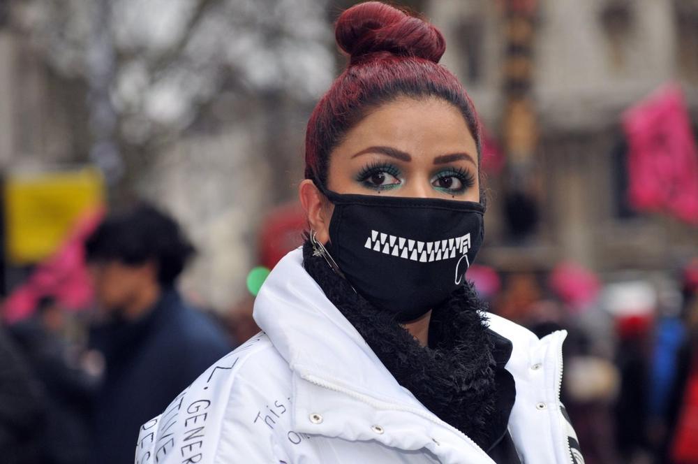 Modni svet kao da je jedva dočekao maske za lice: Kad već moramo da ih nosimo, neka barem budu lepe! (FOTO)