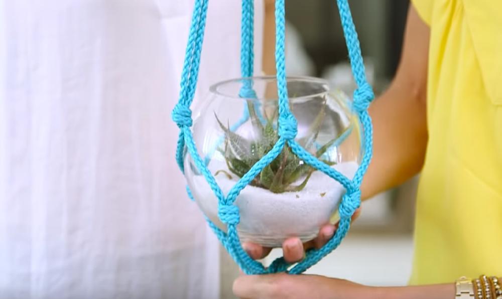 За неколико минута имаћете најлепше украшену терасу: Направите сами декоративне држаче за саксије! (ВИДЕО)