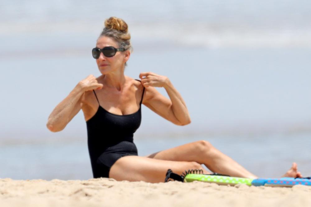 Sara Džesika Parker na odmoru sa porodicom: More, plaža, knjiga i ne zanimaju me paparaci!