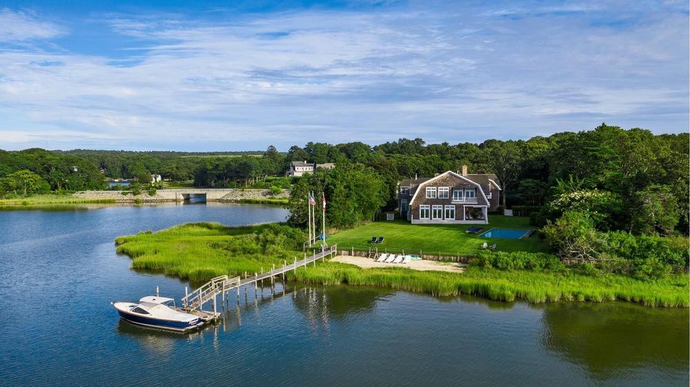 Ovu kuću Rijana iznajmljuje za vrtoglavih 415.000 dolara mesečno: Kako vam se čini letnja oaza poznate pevačice?