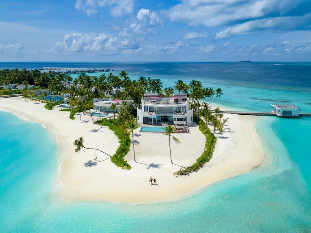 <p>Predstavljamo vam novu letnju atrakciju na Maldivima, koja predstavlja pravi mali tropski raj sastavljen od oko 60 zasebnih plutajućih vila</p>