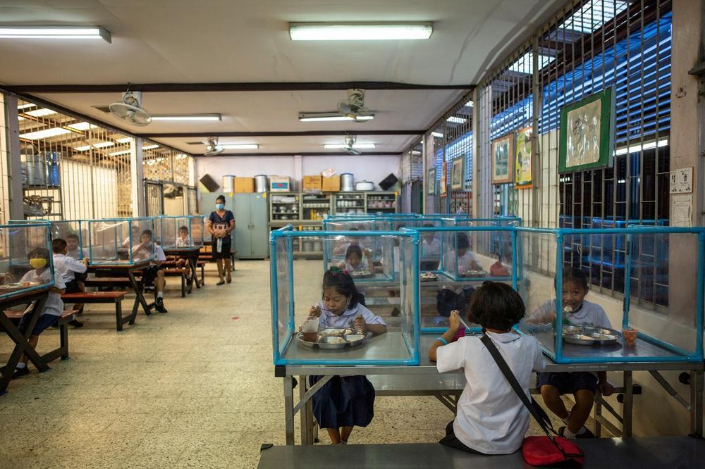 <p>Evo kako izgleda škola za vreme korona virusa</p>