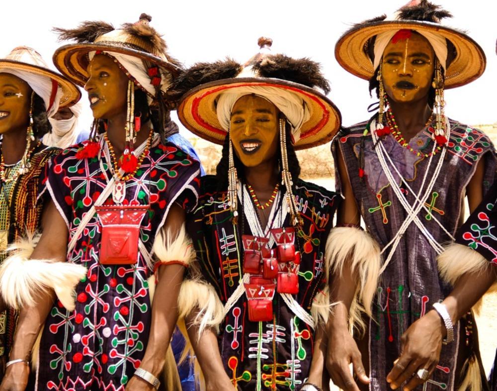 Ovde muškarci ceo dan plešu da osvoje najlepšu devojku: Upoznajte najneobičnije pleme na svetu!