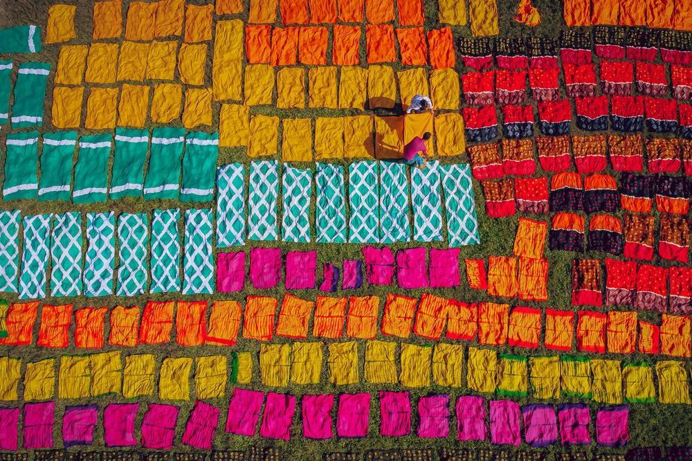 Fotografije koje će vam obojiti jesenji dan: Ovako se ručno farbaju tkanine! (FOTO)