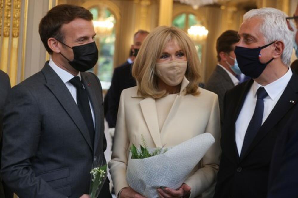 <p>Samo su tri dana ostala do izlaska nove biografije Emmanuela Macrona, koju je napisao politički dopisnik Le Figaroa, Artur Berdah, a koji u istoj tvrdi kako Francusku zapravo ne vodi predsednik, već njegova supruga, Bridžit Makron.</p>