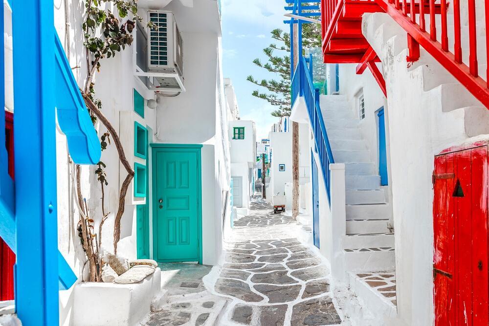<p>Izgledom oduševljavaju, a baš zbog njih mnogobrojni turisti odlaze u Grčku</p>