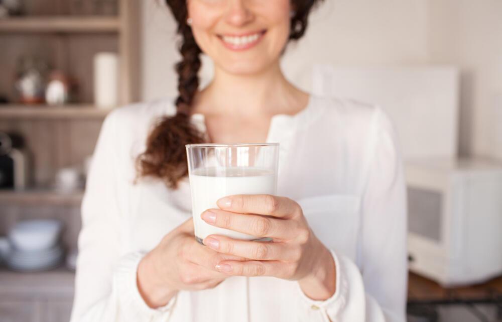 Devojka, Mleko, Jogurt