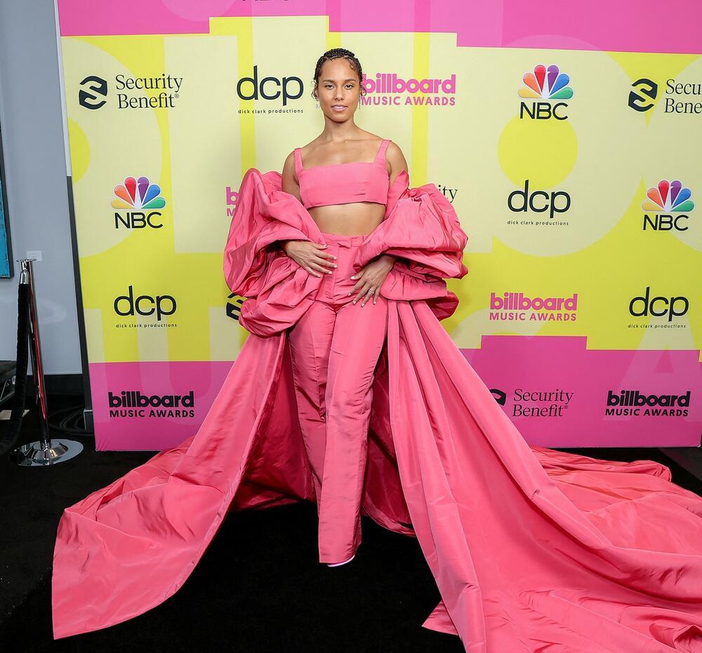 DODELA BILBORD NAGRADA: Sve sami modni promašaji, Pink povela decu na crveni tepih!