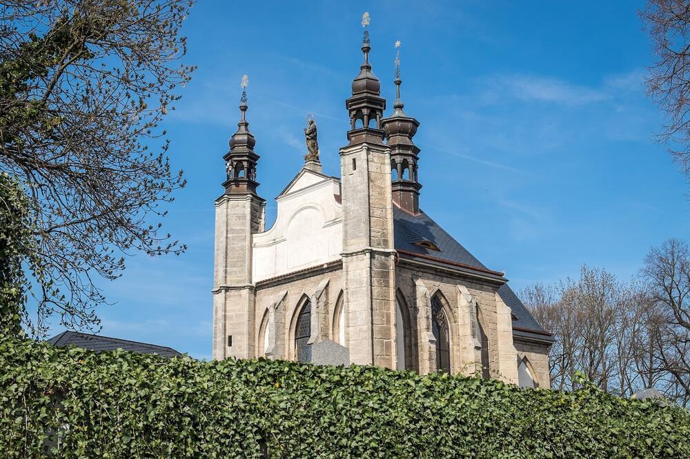 NAJJEZIVIJE MESTO NA SVETU NALAZI SE U ČEŠKOJ: Spolja izgleda kao obična crkva, a unutra se krije užasna tajna! (FOTO)