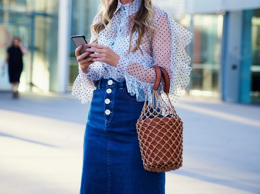 KOMAD U KOJEM ĆETE IZGLEDATI KAO MILION DOLARA: Ovako se nosi teksas suknja ove sezone!
