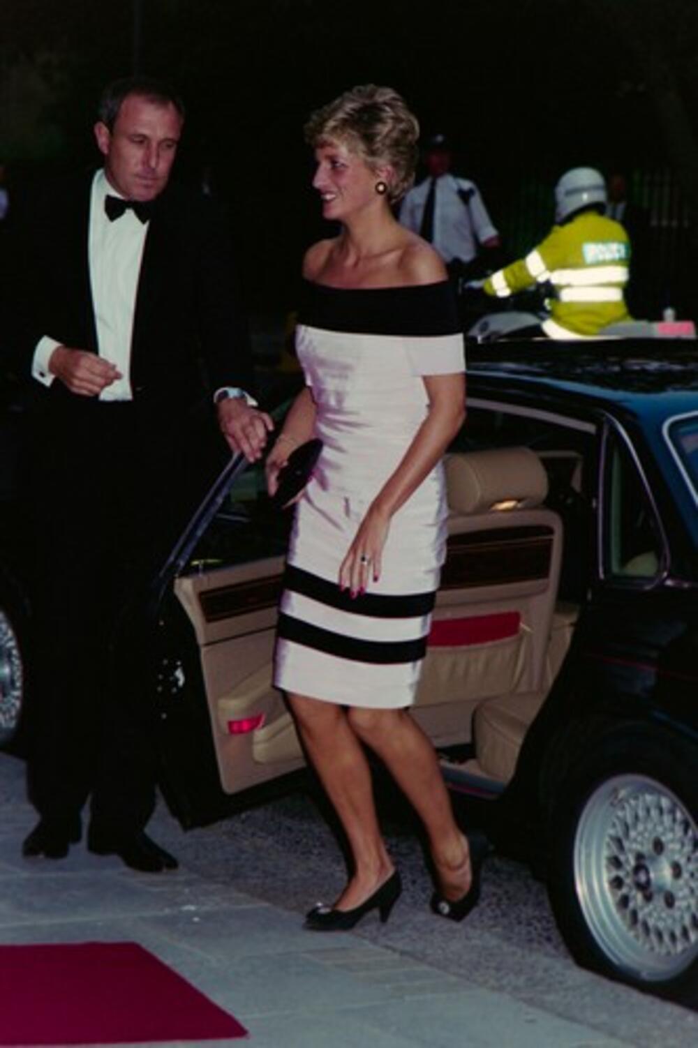 <p>Princeza Dajana i danas je ostala upamćena kao žena koja je pomerala granice mode, ali u pozitivnom smislu. O njenim odevnim kombinacijama i danas se priča</p>