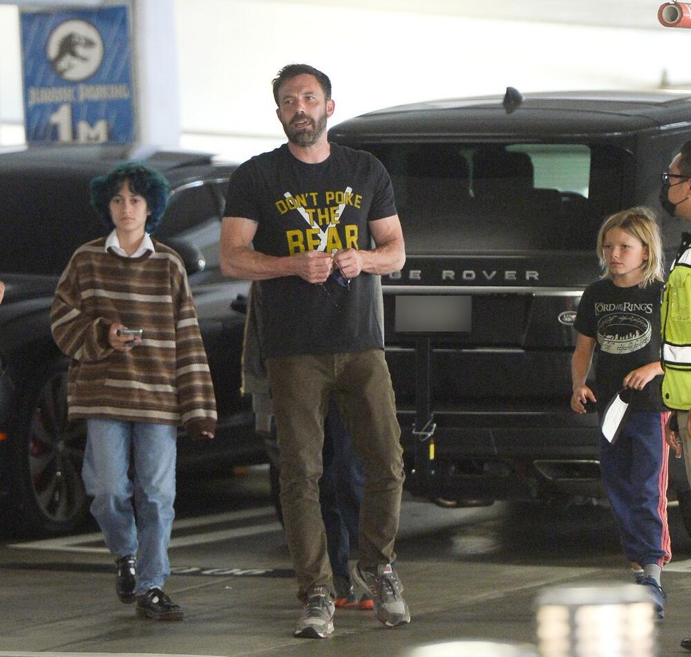 Eme sa Benom Aflekom i njegovom porodicom